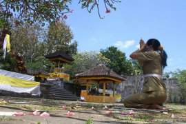 Persiapan perayaan galungan di Malang