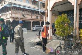 Tak gunakan masker, belasan warga Singkawang dapat hukuman