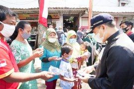 Bupati Banyuwangi turun langsung kampanyekan protokol kesehatan dan bagikan masker