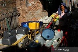 Warga kesulitan mendapatkan air bersih Page 1 Small