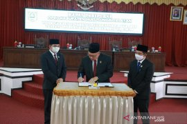 Video - Semua fraksi DPRD HSS setujui Raperda APBD Perubahan 2020 menjadi Perda