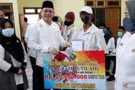 Bupati Kotabaru serahkan Bansos senilai Rp434 juta lebih