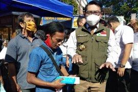 """Gubernur Ridwan Kamil beri hadiah telepon pintar untuk warga viralkan """"odading"""""""
