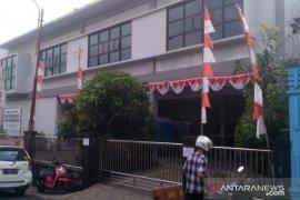 Cegah penyebaran COVID-19, Kantor Perpustakaan Arsip Sukabumi diisolasi