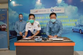 KAI gandeng BlueBird fasilitasi angkutan lanjutan bagi penumpang