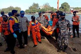 Tim SAR temukan seorang dari dua korban tenggelam di pantai