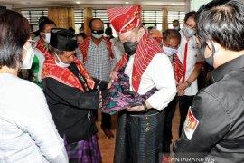 Dapat marga Sitepu, Ketua DPD La Nyalla Mattalitti sampaikan empati ke warga Karo