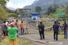 Masyarakat Solok Selatan blokade akses PT SKE