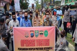 Pembagian masker warnai operasi Yustisi di Madina
