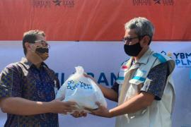 PLN Kalbar kucurkan dana 280 juta rupiah bantu korban banjir