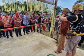 Wabup Sekadau resmikan Pasar Desa Tapang Pulau