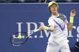 Petenis muda bikin kejutan,  kalahkan Tsitsipas di Italian Open