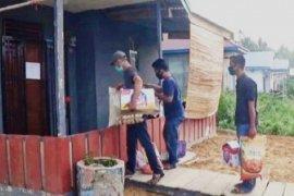 Warga kompleks perumahan di Tanjabbar bantu tetangga yang jalani isolasi mandiri