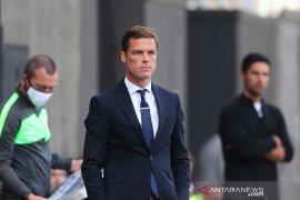 Manajer Fulham Scott Parker berharap rekrutan anyar bisa main lawan Leeds United