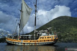 Kapal layar Arka Kinari berbendera Belanda Singgahi wilayah jalur rempah Indonesia