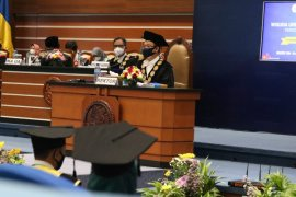Unair wisuda 1.353 lulusan secara daring