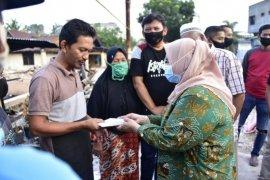Korban kebakaran rumah di Duri terima bantuan dari Kasmarni