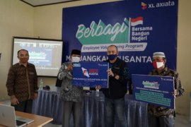 "Gelar program ""Bersama Bangun Negeri"", karyawan XL Axiata salurkan donasi pendidikan di Aceh"