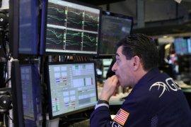 """Wall Street jatuh saat kekhawatiran """"lockdown"""" bayangi harapan penggunaan vaksin"""