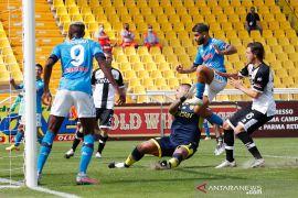 Napoli dinyatakan kalah 0-3 serta dipotong satu poin