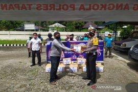 Sambut HUT Lantas, Polres Tapanuli Selatan bagi-bagi sembako