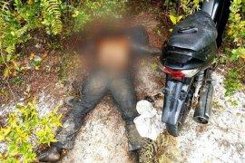Mayat lelaki ditemukan sudah membusuk disamping sepeda motor bebek