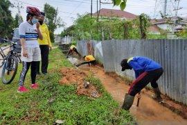 Pemkot Singkawang antisipasi banjir dengan membersihkan drainase