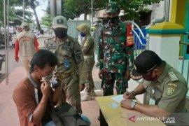 Petugas tingkatkan razia protokol kesehatan di daerah zona merah