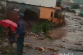 Sejumlah rumah di Kampung Bantar rusak disapu banjir bandang