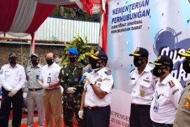 Dirjen Hubdat dan Jasa Raharja Bagi-bagi Masker di Pelabuhan Merak