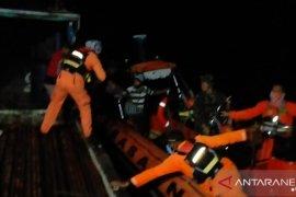 Tim SAR evakuasi kru Kapal Adi Utama alami kebocoran ke Agats