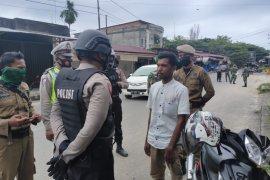 Tim gabungan razia masker di Aceh Jaya, masyarakat tidak patuh di hukum hafal surat pendek