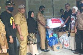 Dinsos Aceh Besar salurkan bantuan korban angin kencang