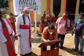 Bupati Sekadau dan Uskup Keuskupan Sanggau resmikan GKK Tersalib Selalong 1