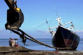 Jasa Perbaikan Kapal Nelayan di Takalar Page 1 Small