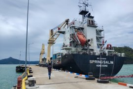 Kapal Hongkong kembali bersandar di Pelabuhan Calang, ini yang diangkutnya