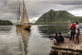Kapal Arka Kinari bertolak dari Banda menuju Selayar