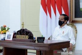 Presiden Jokowi beri penghargaan kepada 15 penyuluh KB di Depok