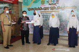 Sebanyak 1.225 siswa SMP di Banjarmasin terima Kartu Indonesia Pintar