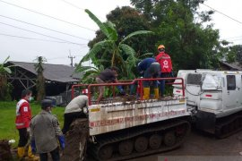 PMI kerahkan kendaraan amfibi hagglund ke lokasi banjir bandang Sukabumi
