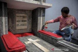 Renovasi makam Alex Mendur