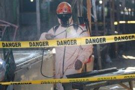 BPBD Kota Kediri lakukan penyemprotan disinfektan Pasar Setonobetek dan kantor DPMPTSP