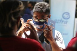 Asuransi Astra Kediri donasikan masker transparan untuk disabilitas