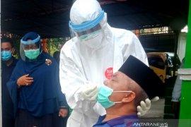 Bupati Aceh Barat wajibkan seluruh pejabat daerah jalani tes swab, setelah dirinya positif COVID-19