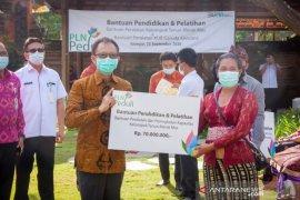 PLN Bali serahkan CSR di Kabupaten Gianyar