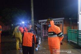 Wali Kota Padangsidimpuan pantau titik banjir