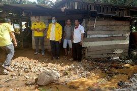 Wali Kota Padangsidimpuan kunjungi korban banjir