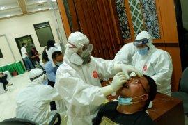 Seorang anggota DPRD Banten positif COVID-19, seluruh anggota dewan  jalani tes usap