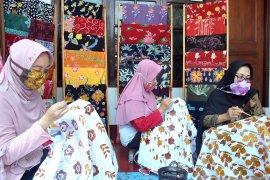 Begini cara bedakan batik asli dengan tekstil bercorak batik