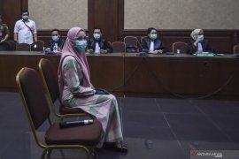 Jaksa Pinangki Sirna Malasari didakwa menerima suap sebesar Rp7,4 miliar